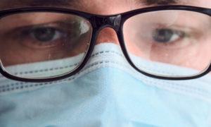 Πώς ΔΕΝ θα θολώσουν τα γυαλιά σας όταν φοράτε μάσκα