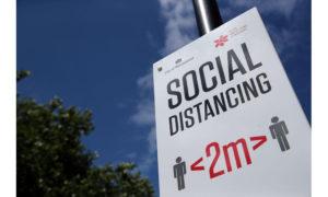 Λάθη στην έρευνα του ΠΟΥ για την απόσταση των δύο μέτρων, εντόπισαν επιστήμονες