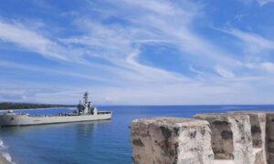 Απίστευτο σκηνικό στην Πιερία: Αρματαγωγό του Πολεμικού Ναυτικού... έδεσε σε beach bar