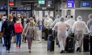Bloomberg: Οι αεροπορικές απογειώνονται… στα τυφλά προς τις παραλίες της Ισπανίας και της Ελλάδας