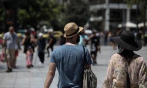 Και λιγότεροι και πιο «σφιχτοχέρηδες» οι τουρίστες που επισκέπτονται την Ελλάδα