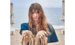 """Η 19χρονη """"σωσίας"""" της Ηλιάνας Παπαγεωργίου από το GNTM είναι κόρη γνωστού μοντέλου των '90s"""