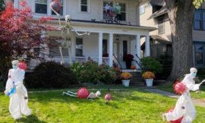 Διακόσμησε το σπίτι του για το Halloween με το απόλυτο θέμα του 2020 και έγινε viral