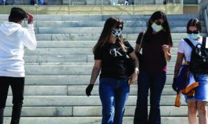 Ένα βήμα πριν το lockdown – Τα κρούσματα φέρνουν νέα μέτρα