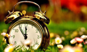 Αλλαγή ώρας: Πότε θα βάλουμε τα ρολόγια μια ώρα πίσω για τελευταία φορά