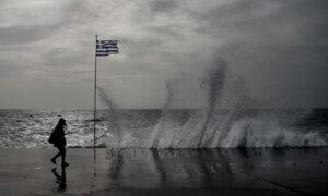 Καιρός: Ισχυρά φαινόμενα στην Κρήτη, καταιγίδες σε Κυκλάδες και Δωδεκάνησα - Νέοι χάρτες