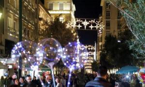 Τα «Χριστούγεννα εκτός καραντίνας» είναι το επόμενο στοίχημα της κυβέρνησης