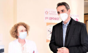 «Καμπανάκι» Μητσοτάκη για τρίτο κύμα πανδημίας: Να προσέχουμε πάρα πολύ