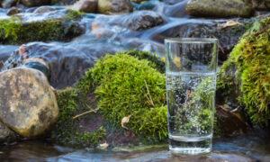 Το βραβευμένο νερό από το χωριό Ζαρός του Ψηλορείτη στα ράφια της Αμερικής