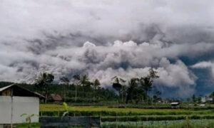 Εξερράγη το ηφαίστειο Σεμέρου στην Ινδονησία – Η τέφρα έφτασε σε ύψος τα 5 χιλιόμετρα [βίντεο]