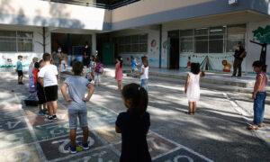 Κορωνοϊός: Σχολεία και Εκκλησία «δοκιμάζουν» την κυβέρνηση - Τα επόμενα βήματα