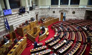 Τρία νέα νομοσχέδια: Αλλαγές σε προσλήψεις, συντάξεις και Πανελλαδικές