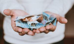 Επίδομα 534 ευρώ: Ποιοι εργαζόμενοι πληρώνονται σήμερα και ποιοι την Παρασκευή
