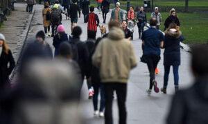 Κορονοϊός: Πότε θα επιστρέψουμε στην κανονικότητα - Τι δείχνει εφαρμογή που «μετράει» τα εμβόλια