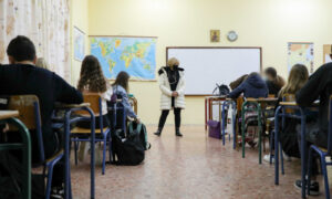 Το υπουργείο Παιδείας εξετάζει την παράταση του σχολικού έτους