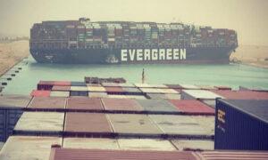 Σουέζ: Το παγκόσμιο εμπόριο χάνει 400 εκατ. δολάρια την ώρα από το μπλοκάρισμα της διώρυγας