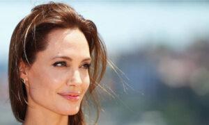 Αντζελίνα Τζολί: Ντύνεται πυροσβέστρια για τη νέα ταινία του Τέιλορ Σέρινταν
