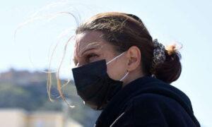 «Βόμβα» Λινού: Αυξήσαμε τη διασπορά κλείνοντας τους πολίτες στο σπίτι