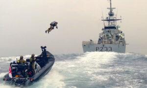 Βρετανία: Το πολεμικό ναυτικό σε άσκηση με στολές αλά... «Iron Man» - Δείτε το εντυπωσιακό βίντεο