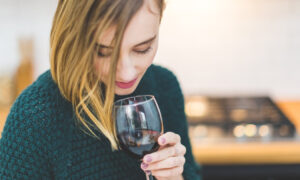 Παγκόσμιος Οργανισμός Υγείας: «Κόβει» το αλκοόλ στις γυναίκες 18-50 ετών - Τον κατηγορούν για σεξισμό