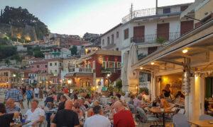 Μύκονος: Το σχέδιο για να κρατήσουν τους τουρίστες στο νησί - Τα 5 μέτρα που θα οδηγήσουν στην άρση του lockdown